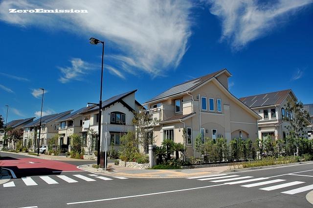 屋根塗装で塗料の種類は?種類や耐用年数、費用・相場を徹底解説!